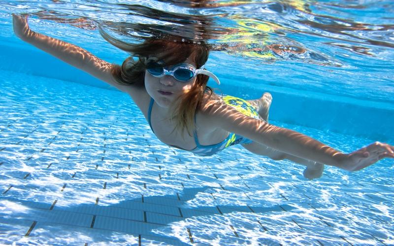 5 věcí, co si určitě pořídit k nadzemnímu bazénu
