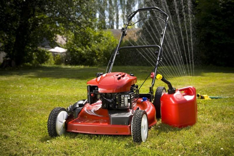 Jak připravit zahradní sekačku na nadcházející sezónu?