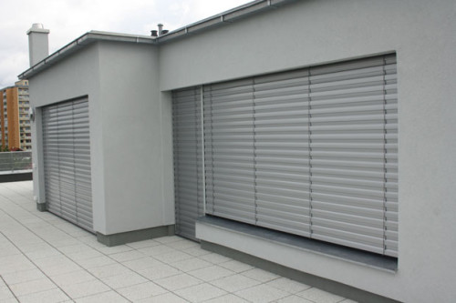 Venkovní žaluzie k zatemnění interiéru, zdroj: rolety-vrata-zaluzie.cz